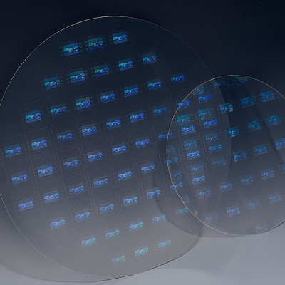 A Joint Venture on Performing Nanoimprint Lithography on 300-mm Glass Wafers