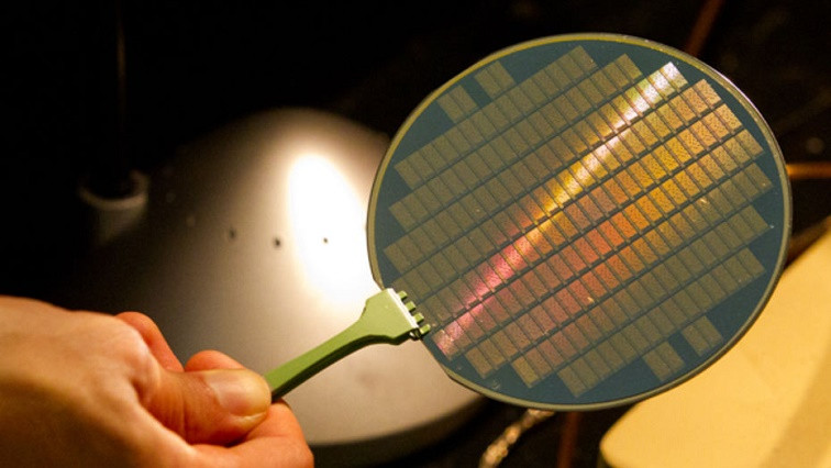 Scaled-Down Carbon Nanotube Transistors Inch Closer to Silicon Abilities