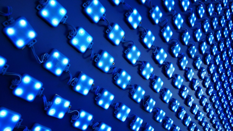 Layer of Nanoparticles Could Improve LED Performance and Lifetime